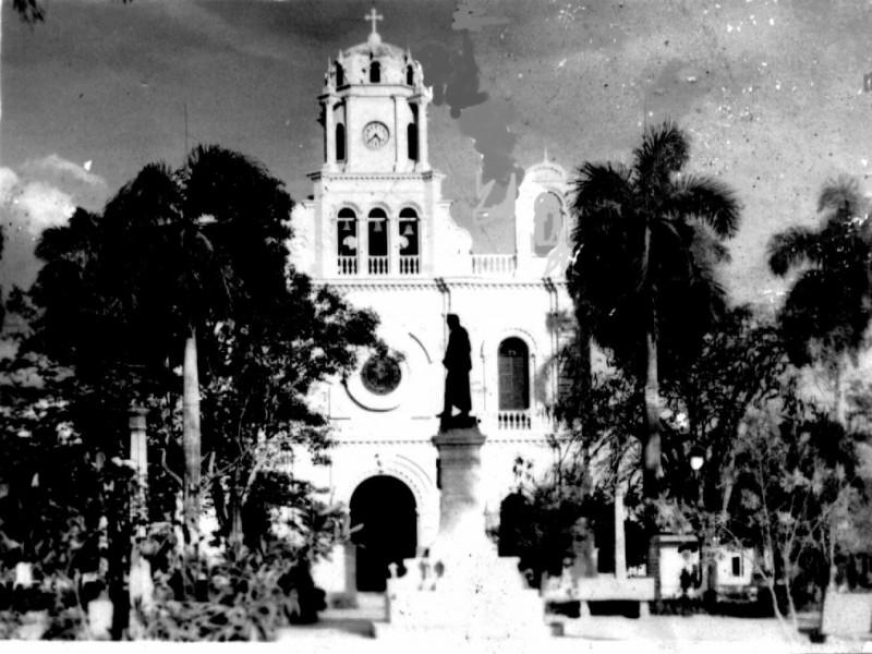 Recopilamos una galería de imágenes de la Montería que no conociste, La Catedral San Jerónimo de Montería, El Río Sinú, la Avenida primera, son algunos de los tantos lugares que encontrarás en estas imágenes. Tomado de: http://www.laguiademonteria.co/la-monteria-antigua/